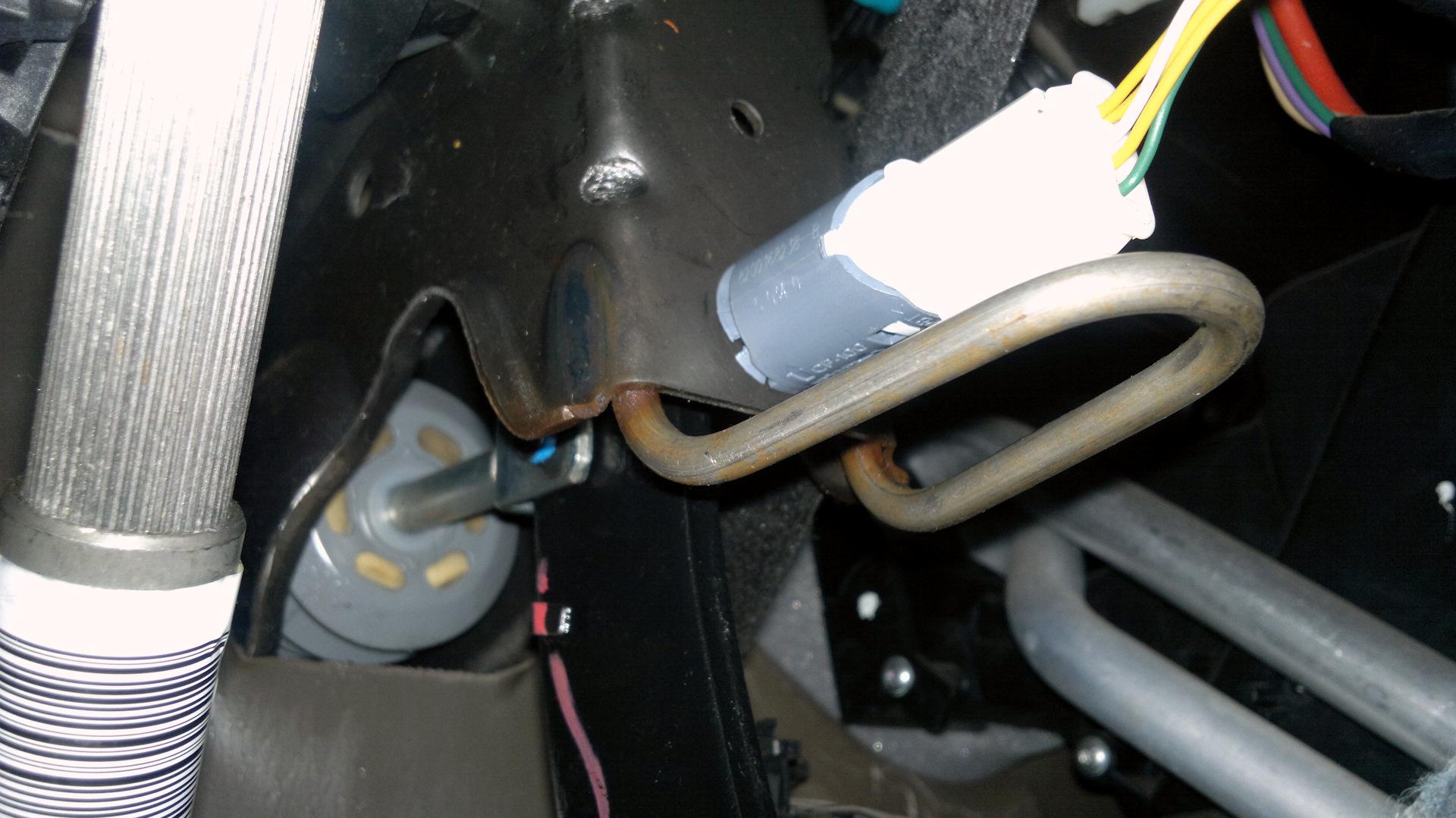 "IL4Y - будь в курсе всего интересного.: Замена ""лягушки"" датчика стоп-сигналов на Dacia Logan | Новый Logan"