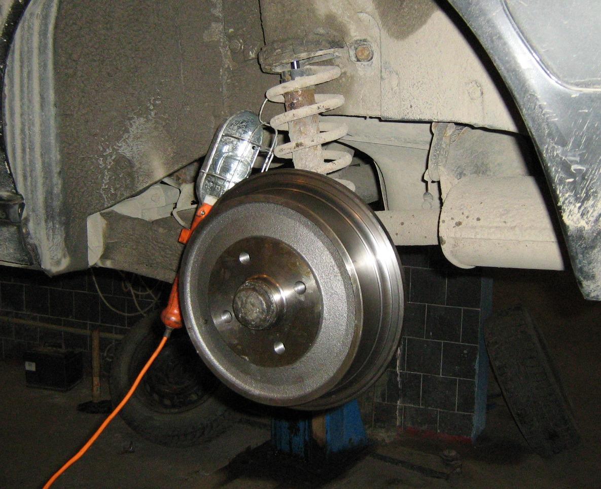 при торможении стук в передних колесах случае пропитки пористой