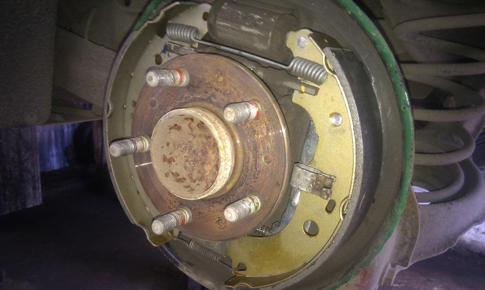 замена задних колодок на форд фокус 2 барабаны избранное) (текст