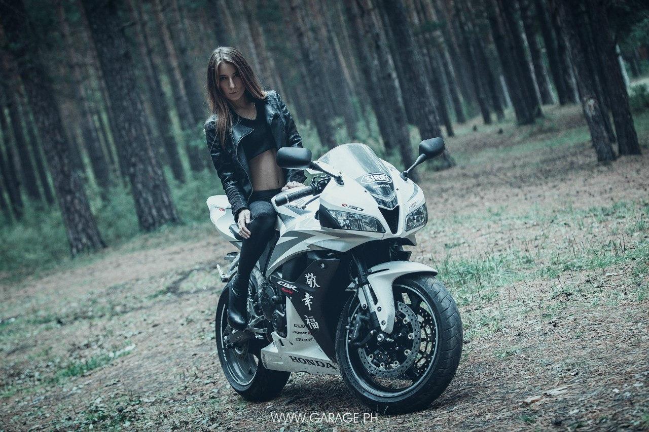 Фото девушек на байках, Прекрасные девушки на шикарных мотоциклах (80 фото) 10 фотография