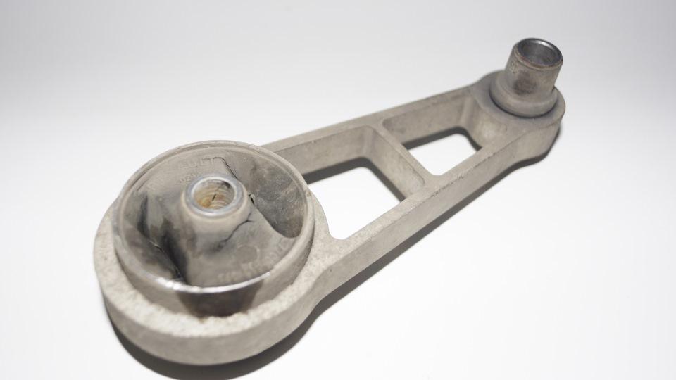 подушка двигателя renault symbol