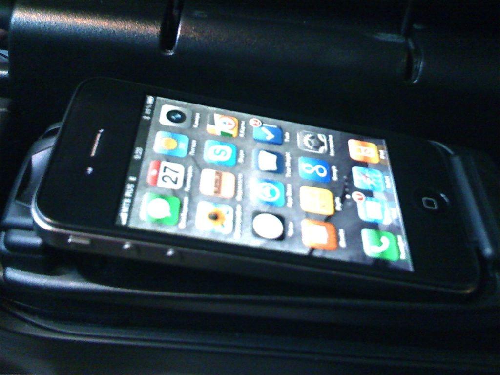 в bmw не видит все контакты с iphone