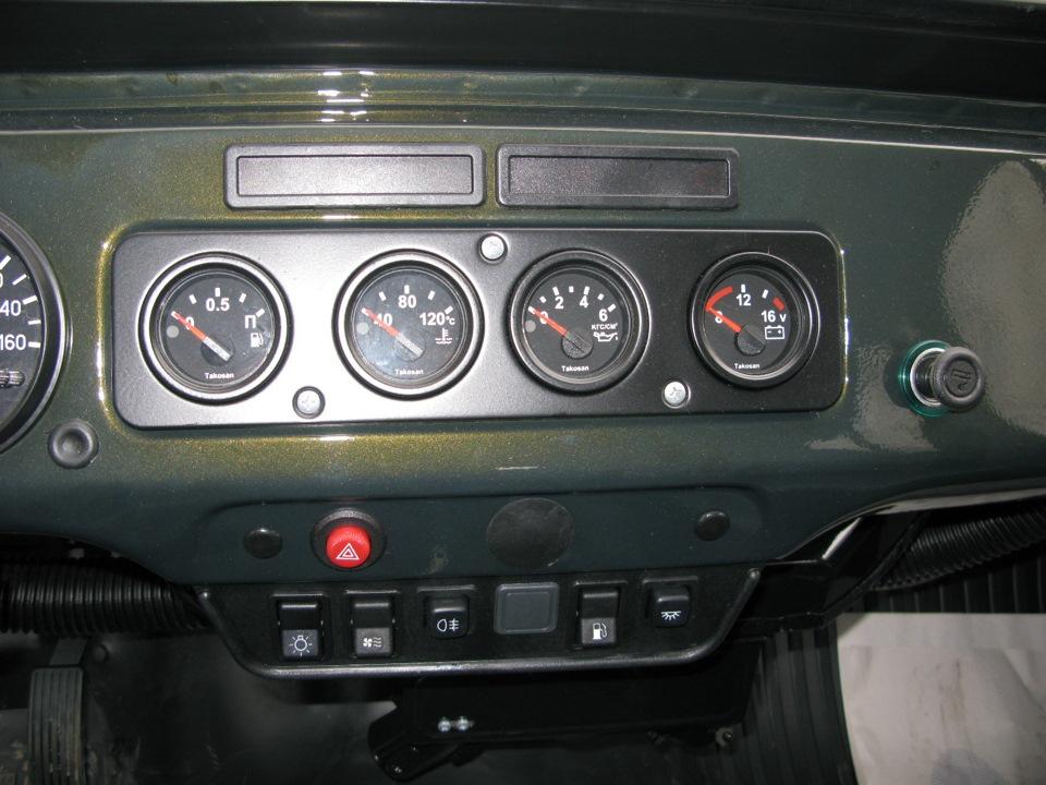 1 - монтажный блок; 2 - устанавливаемый плафон освещения багажника; 3 - концевик открывания багажника; а