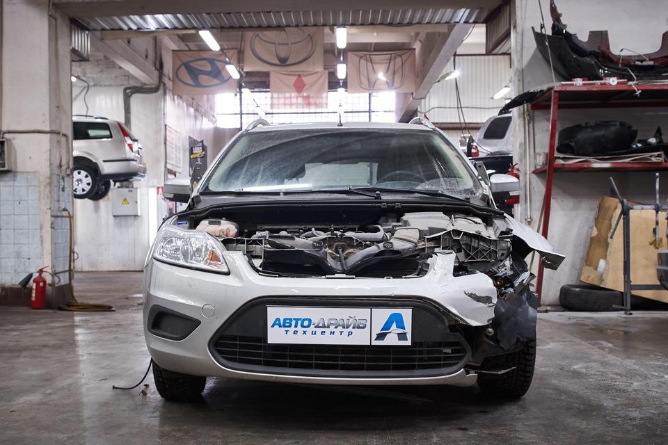 Разборка Ford Focus для проведения кузовного ремонта. Снятие пластиковых элементов подкапотного пространства.
