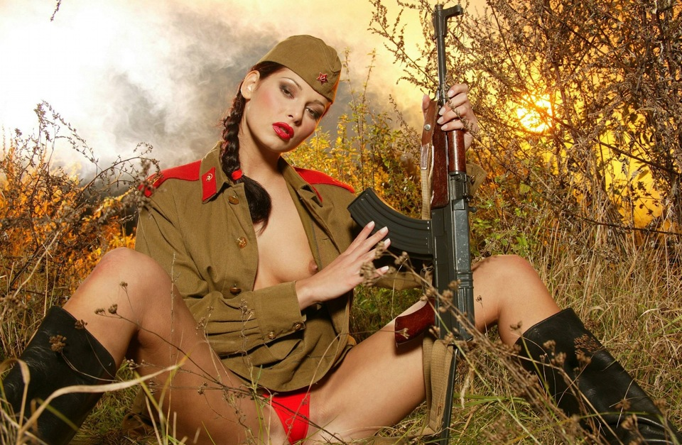 Фото голых девушек в военной форме 82869 фотография