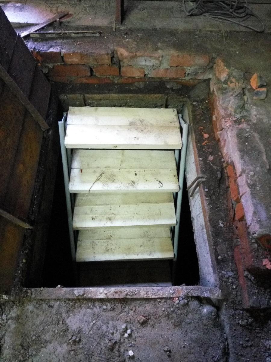 лестница в подвал гаража металлическая фото ещё есть