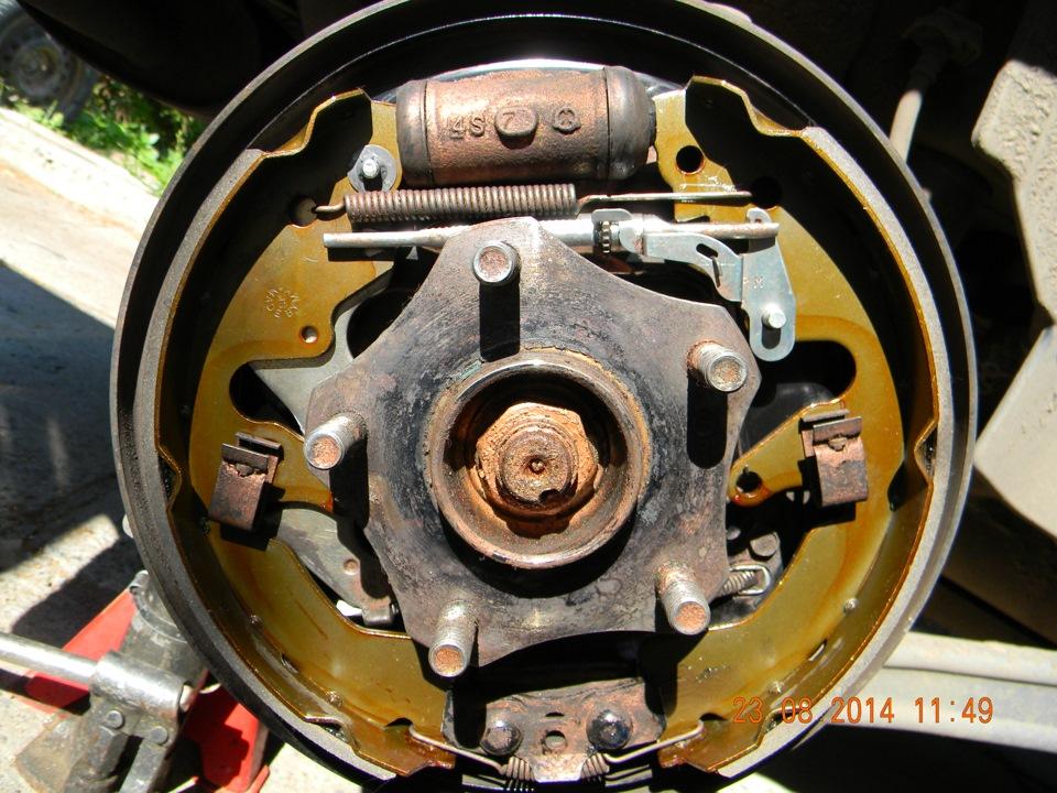 Замена передних тормозных колодок 97