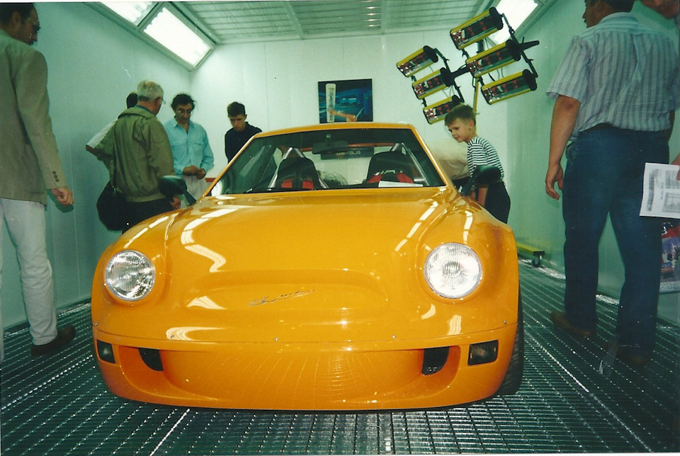 Эта стилизация под горбатый — Апельсин от EL-Моторс. Внутри два мотора от супербайка Ямаха YZF-R1.
