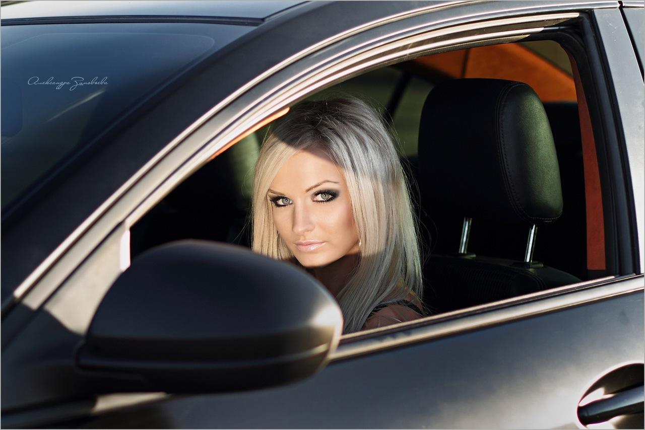 фото блондинок в машине говорит