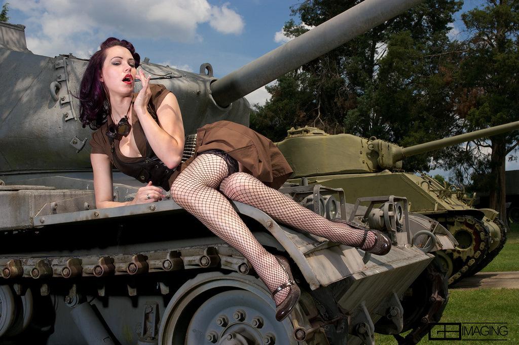 Порно тещи фото с сексуальными танкистами видео зрелые ебут