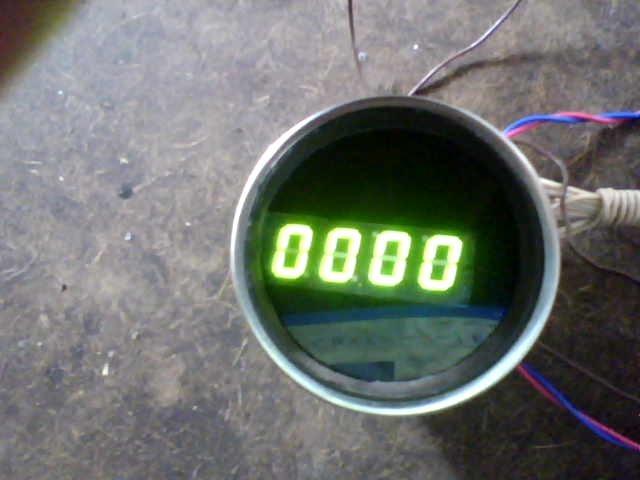 В гараже давно валялся электронный тахеометр ТХ-517 который ранее стоял на мотоцикле.  Тахометр.
