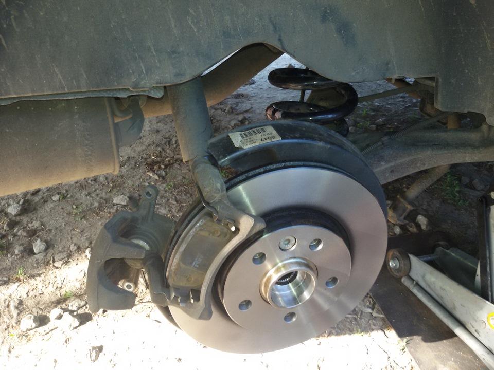 Замена задних тормозных дисков транспортер конвейер фольксваген