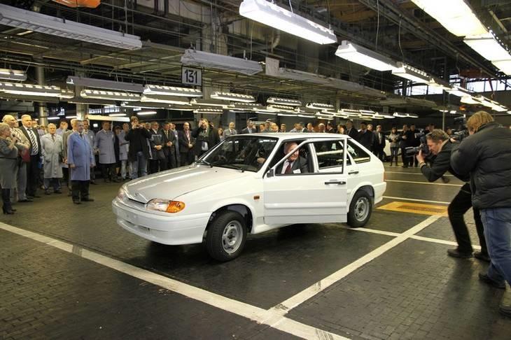 Все машины автоваза от первой до последней тольятти фото что следует