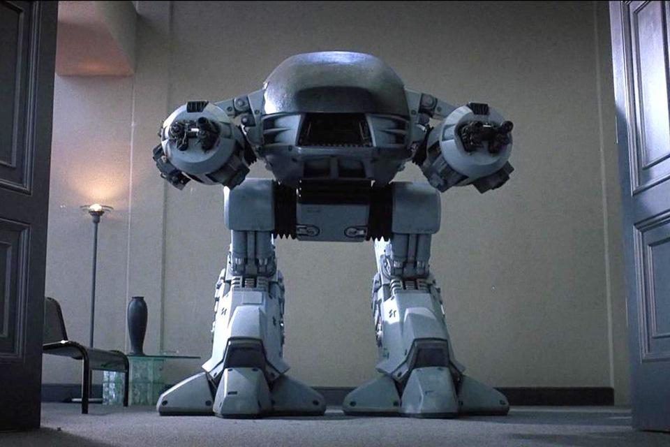 Робот-цыплёнок из фильма *Робокоп*