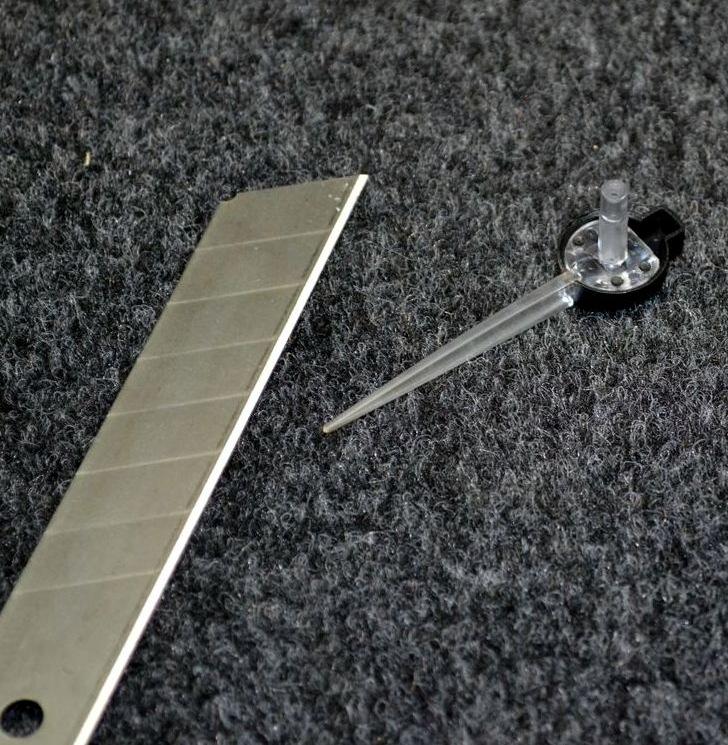 Последний штрих в оформлении приборной панели - белые стрелки.