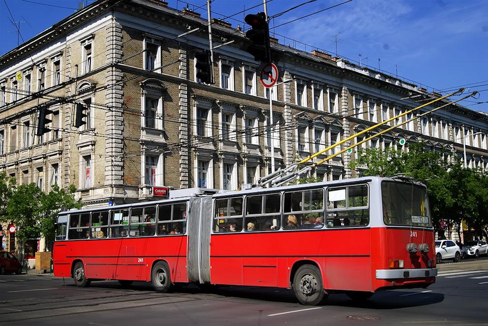 Всех их можно объединить под условным названием Ikarus 280T, хоть список модификаций и неожиданно широк