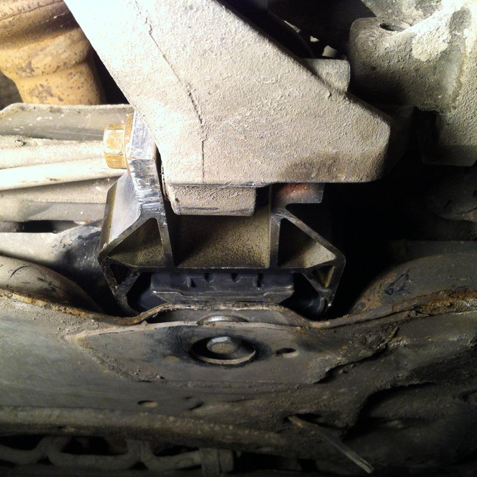 Сколько подушек двигателя в форд фокус 2