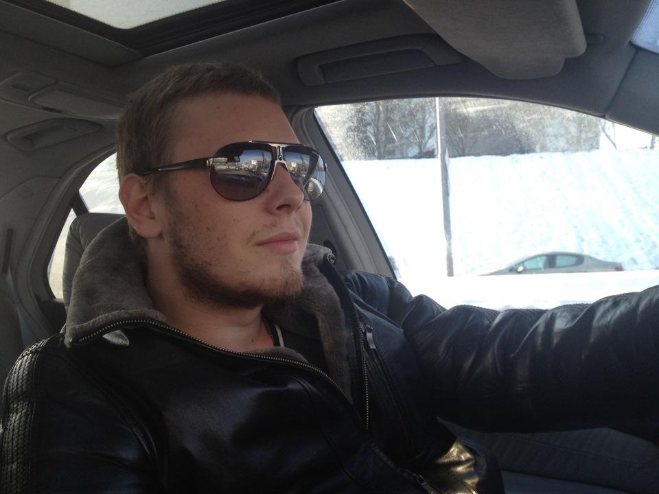 парень за рулем фото