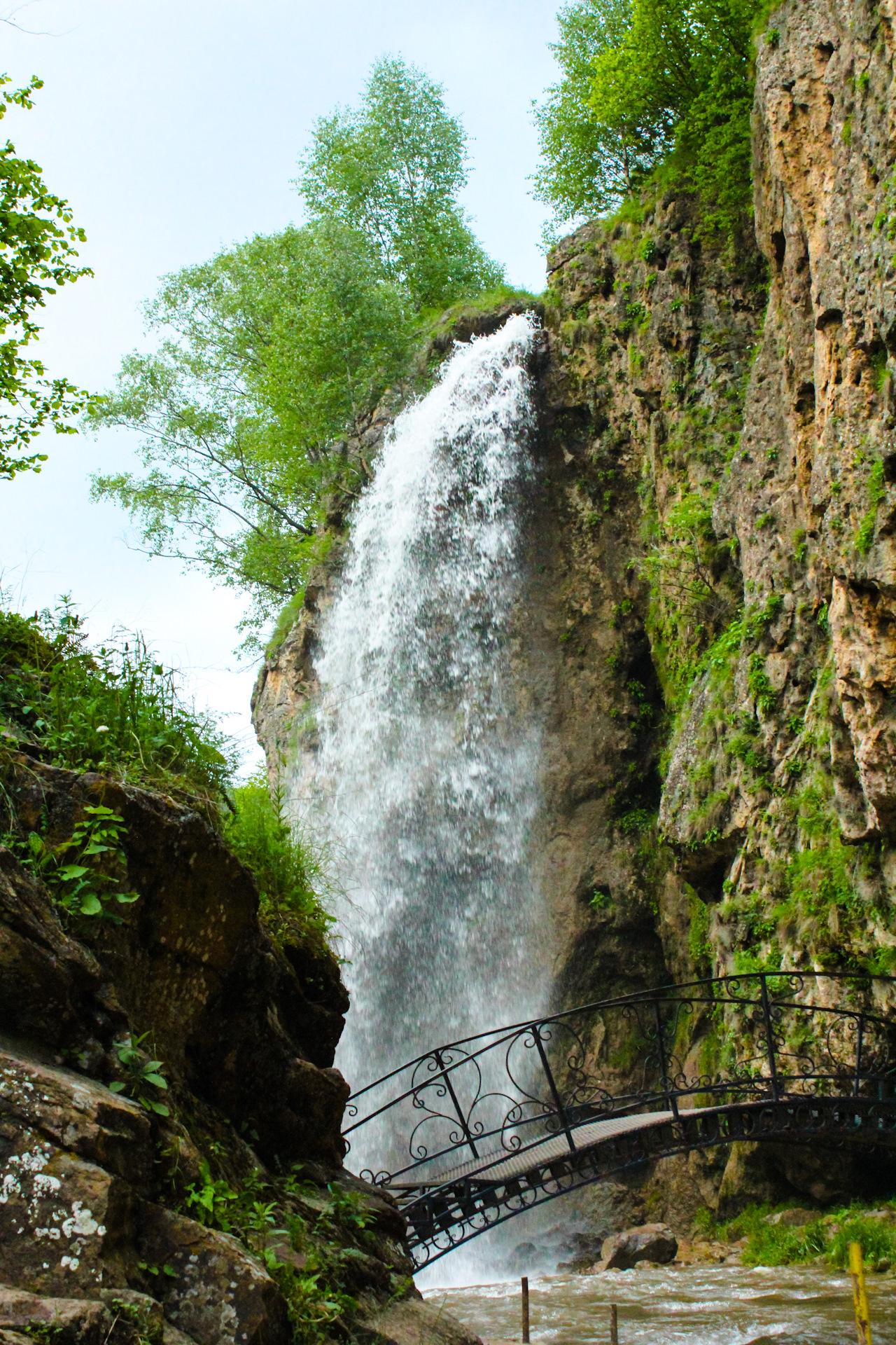 расположенными медовые водопады в кисловодске фото ювелирные украшения топазом