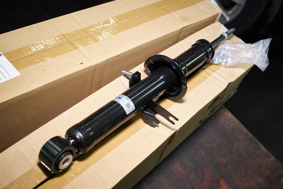 Новые оригинальные амортизаторы Nissan для Infiniti M25