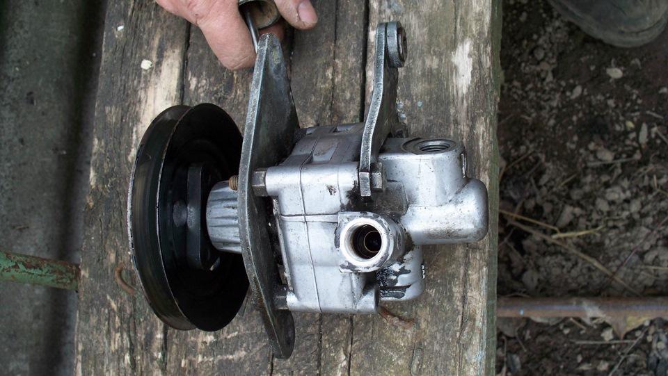 сальник на насос гидроусилителя audi80