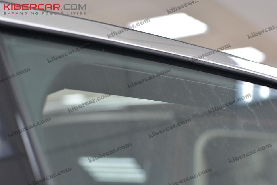 Прозрачные передние стекла.