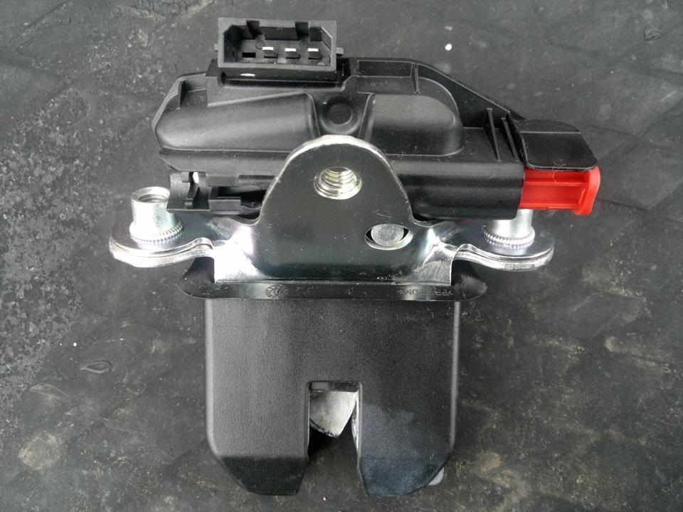 как разобрать замок багажника фольксваген поло седан