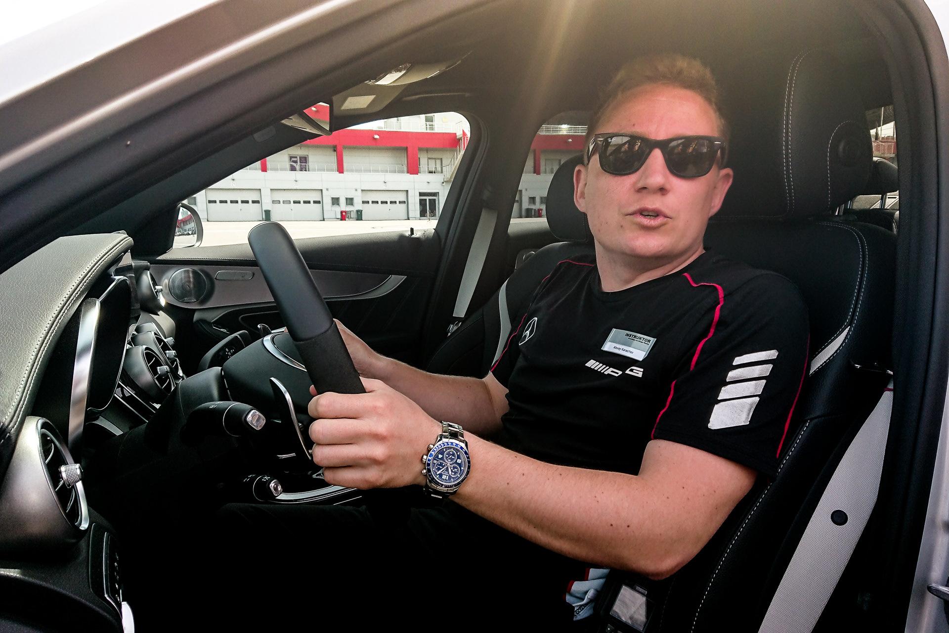 эта фото мужчины за рулем машины тех