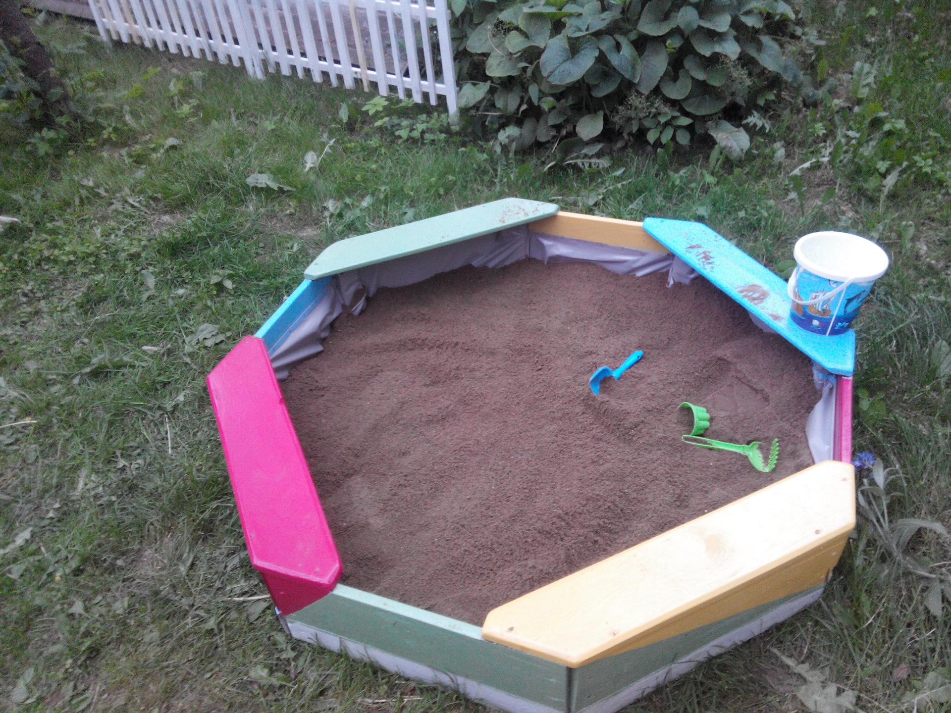 Как построить детскую песочницу своими руками 62