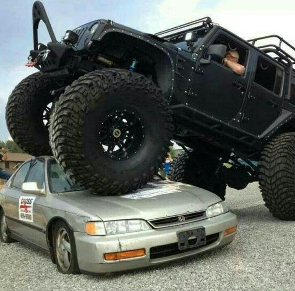 Джип на больших колесах картинка