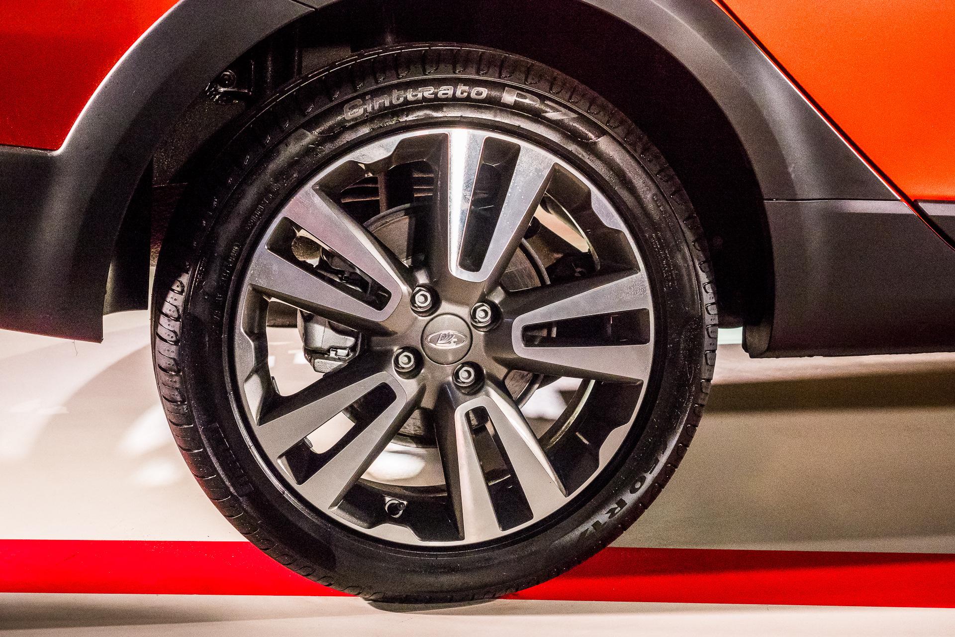 Крупные колеса с 17-дюймовыми дисками LADA Vesta Cross седан