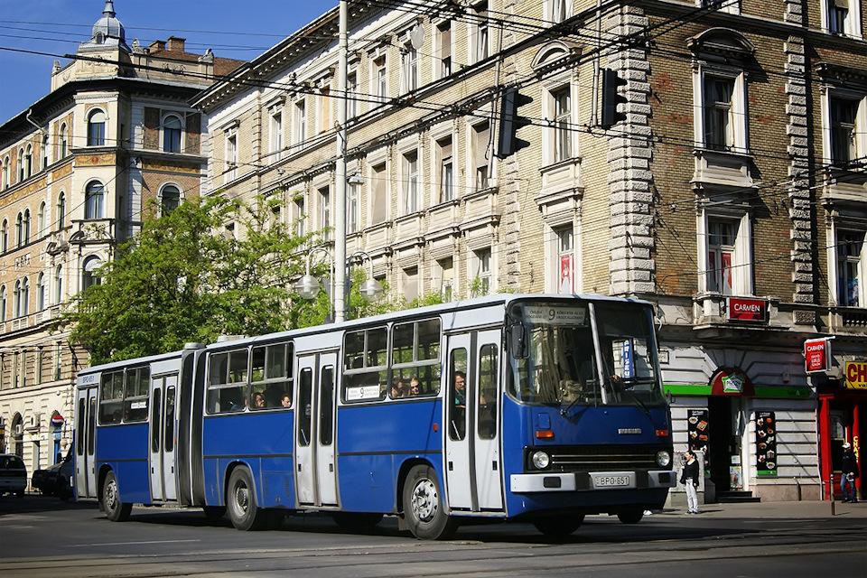 Ikarus-280 по-прежнему нетрудно встретить даже в самом центре города: старые машины не ссылают на окраины, с глаз долой