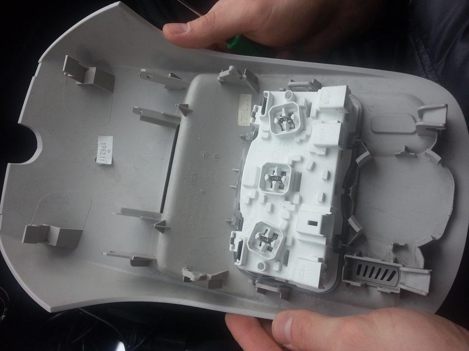 замена лампочек в салоне на ситроене-4