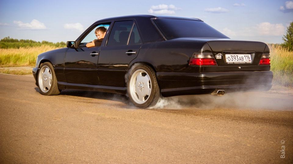 Mercedes benz e class wald black drive2 for Mercedes benz e class black