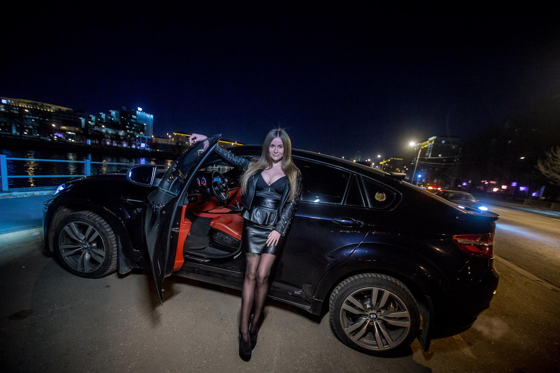 фото человека на фоне машины ночью официально профессиональные