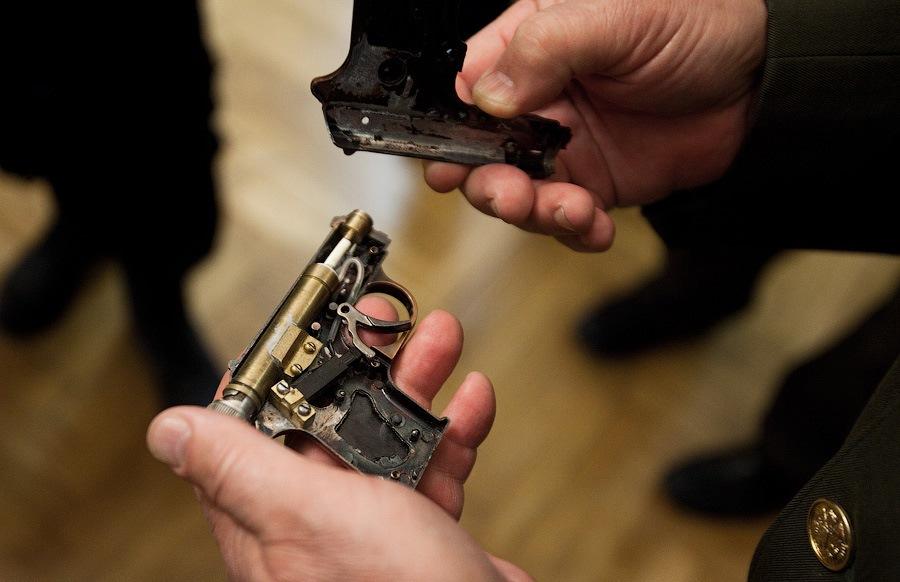 пистолета-зажигалки.