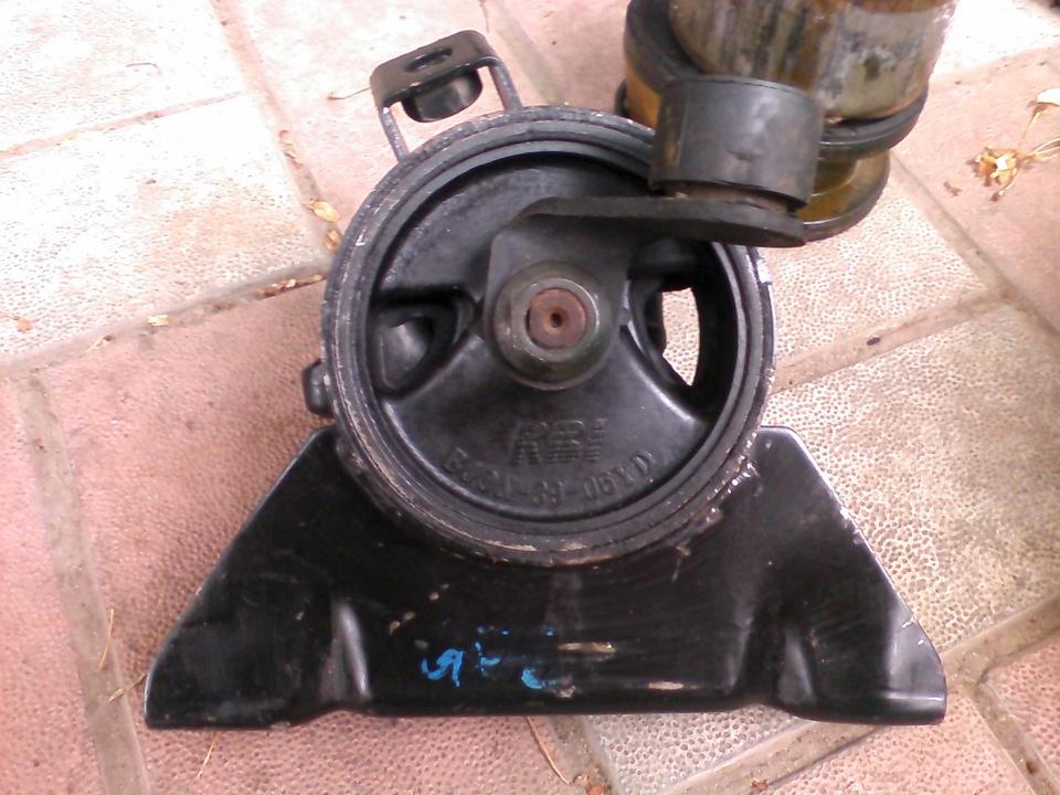 опора двигателя задняя mazda 626 1.8