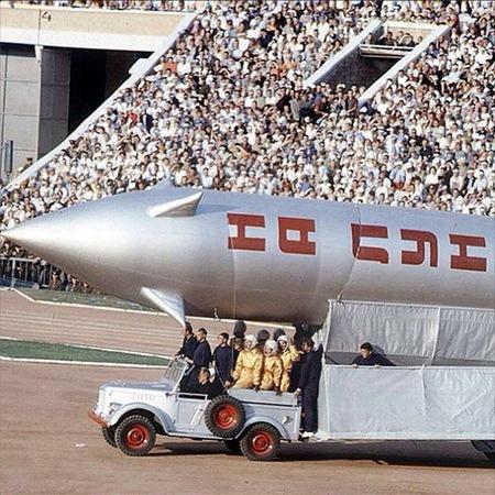 На грандиозном шоу Всесоюзной спартакиады 1963 года на стадионе Лужники в Москве ракетная тема затмила собой спортивную