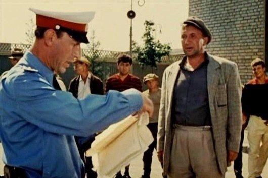 В советские времена тех, кто уклонялся от трудовой деятельности, не только увещевали и критиковали. 25 февраля 1970 статья о тунеядстве была включена в Уголовный кодекс РСФСР. Безработных могли наказать – например, выселить из Москвы, а в иных случаях это грозило лишением свободы – до двух лет или исправительными работами до одного года. В СССР лицам обвинённым в тунеядстве, присваивалась аббревиатура — БОРЗ (без определённого рода занятий), и на «блатном» жаргоне появились формулировки — «борзой» и «борзый», то есть человек упорно не желающий работать. За такими людьми зорко следили участковые милиционеры и проводили с ними разъяснительную работу.
