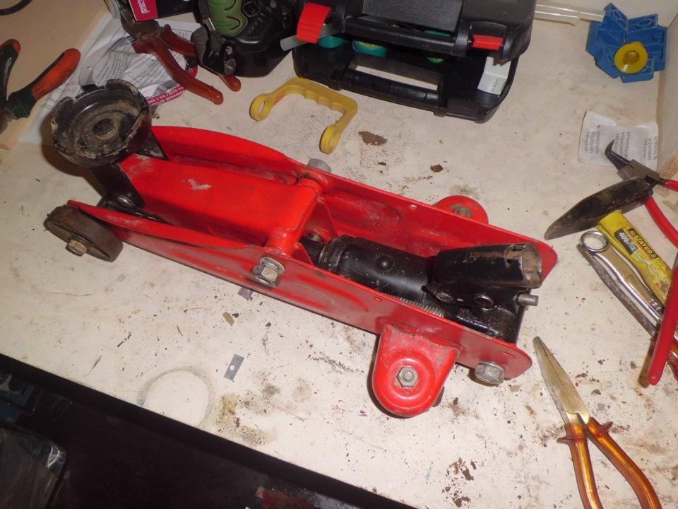 Автомобильный гидравлический подкатной домкрат ремонт своими руками 90
