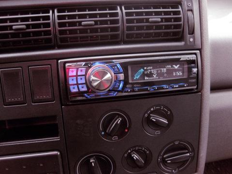 На днях подвернулась возможность сменить свою магнитолу Sony CDX-GT627UE на Alpine CDA-9886 Sony, устраивала всем...