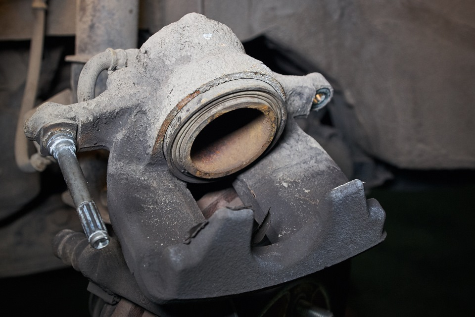 Неисправный тормозной суппорт Honda CR-V