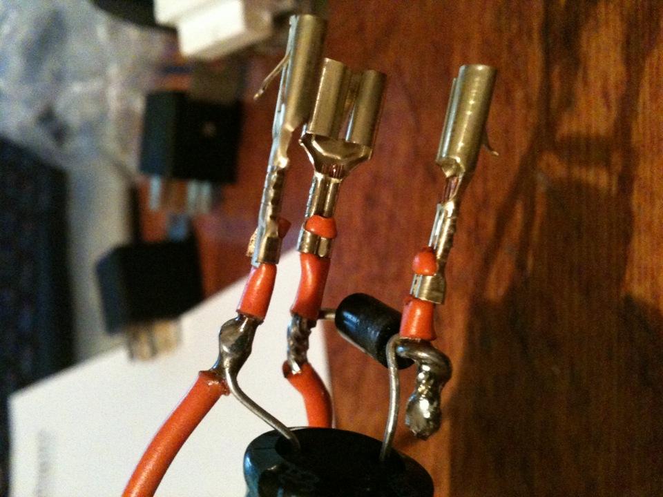 диоды, 2 конденсатора на
