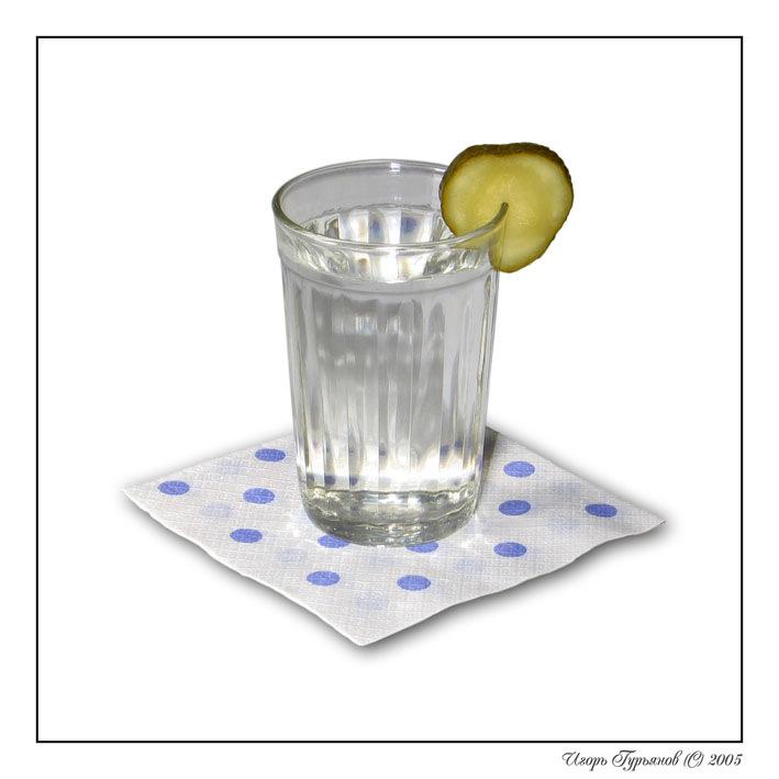 Граненый стакан с водкой картинка