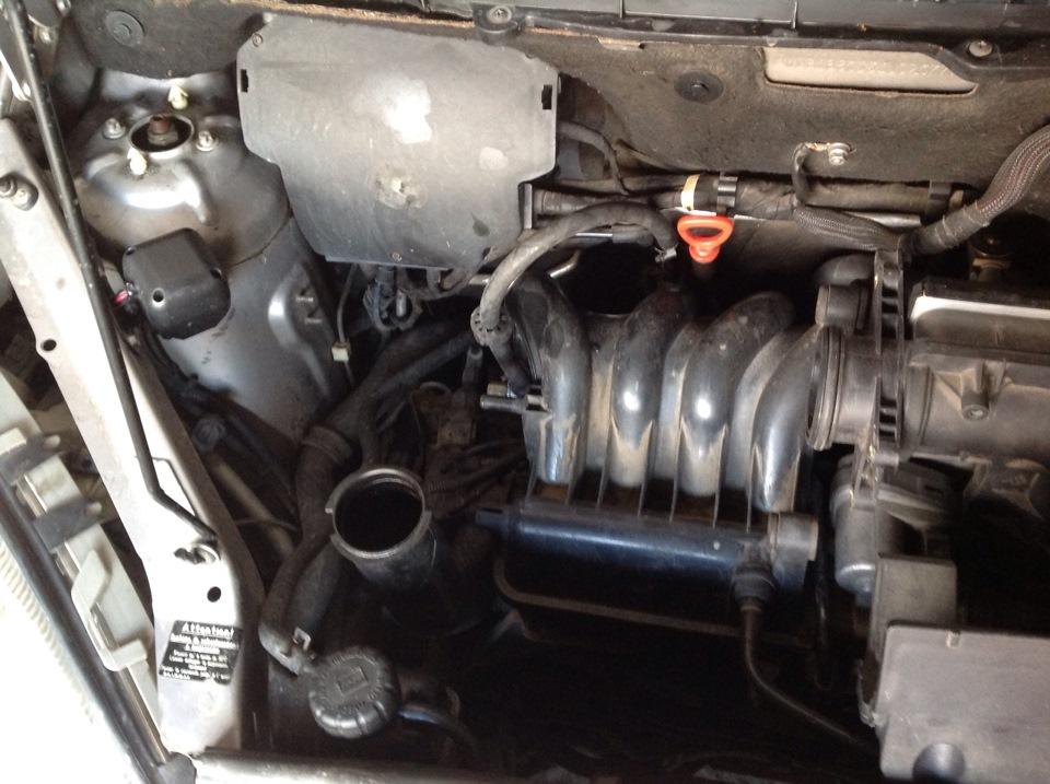 замена воздушного фильтра двигателя на мерседес а 140