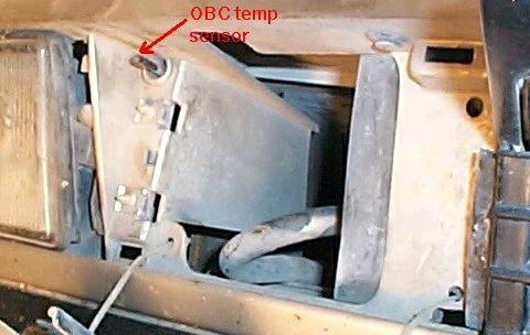 где находится датчик внешней температуры на bmw e32