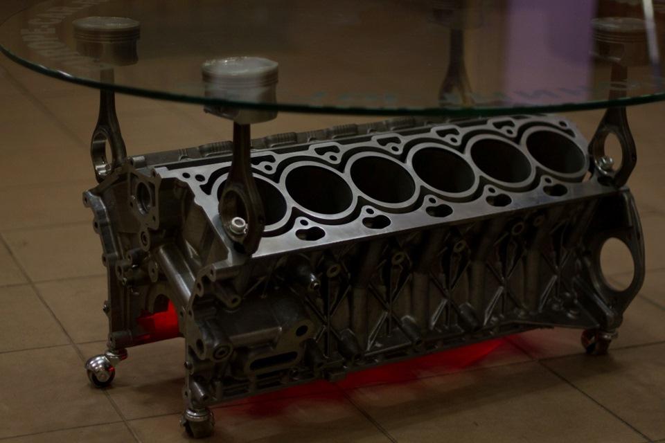 Столик из двигателя