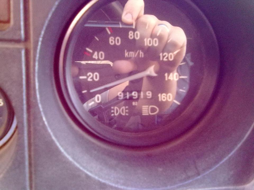 Кнопка открытия багажника