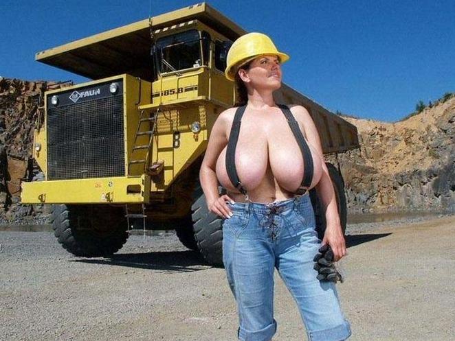 Посмотреть ролик - the biggest breast самая большая грудь. the biggest brea