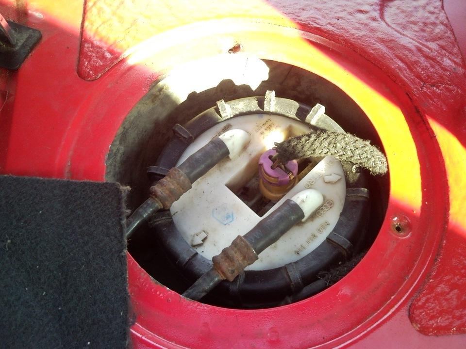 не держит регулятор давления топлива на mazda cronos